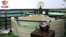 67% off Private Jacuzzi Access + 1 Bottle of Vodka for Two at Guias Boutique Hotel ($50 instead of $150)